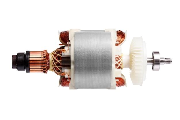 흰색 바탕에 작은 전기 모터. 매크로 사진입니다. 프리미엄 사진