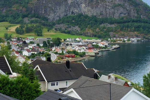 Маленькая рыбацкая деревушка, лофотенские острова, западная норвегия