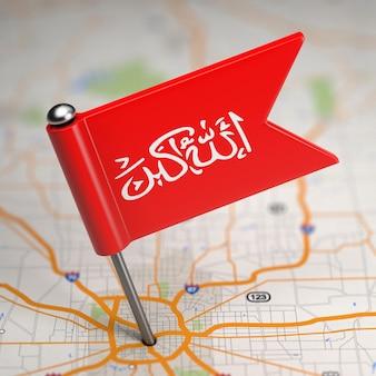 選択的な焦点と地図の背景にワジリスタンの小さな旗。