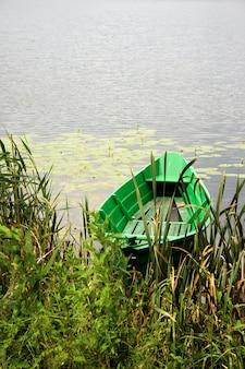 Маленькая зеленая лодка