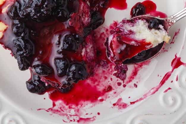 Небольшой домашний пирог с ягодами