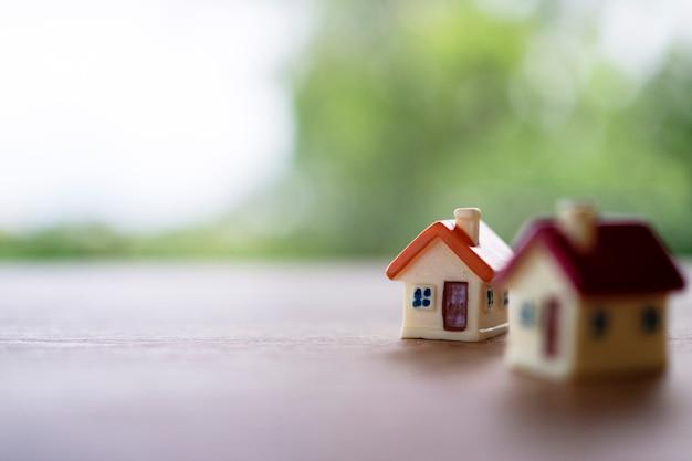 작은 집 . 판매용 주택 및 임대용 주택. 프리미엄 사진