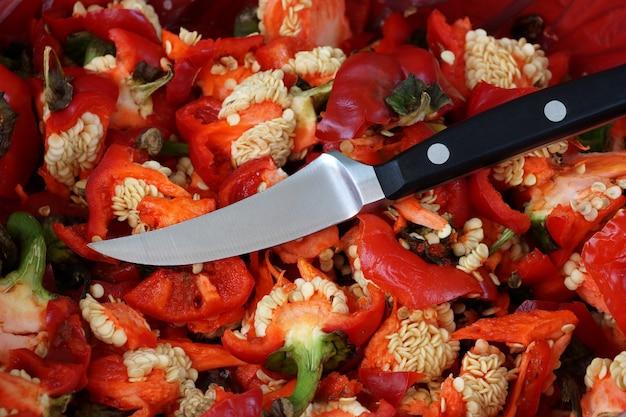 야채와 과일을 손질하고 청소할 수 있는 작은 칼
