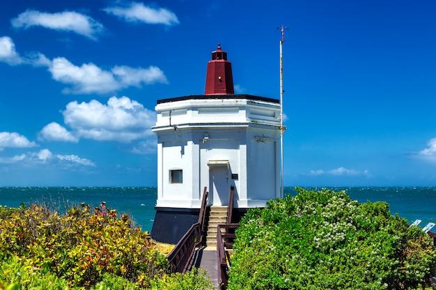Небольшой маяк в точке стерлинг, блафф, новая зеландия