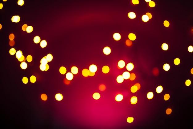小さなライトと赤いガーゼ