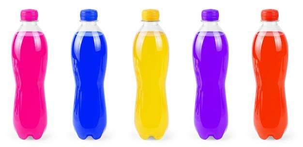Маленькая пластиковая бутылка красочной соды, изолированной на белом наборе