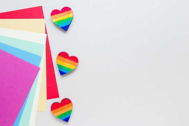 色紙と小さな虹の心