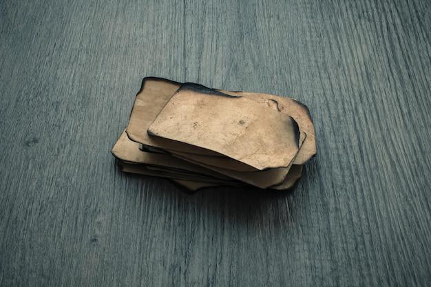 Piccoli fogli di carta vecchia