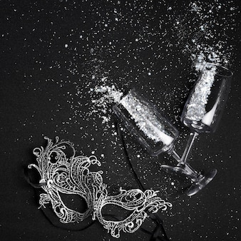 Small spangles scattered from glasses with mask
