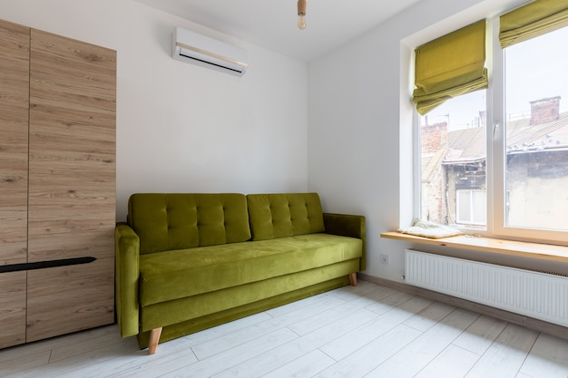 로프트 스타일의 현대적인 혁신을 갖춘 작고 세련된 스마트 아파트