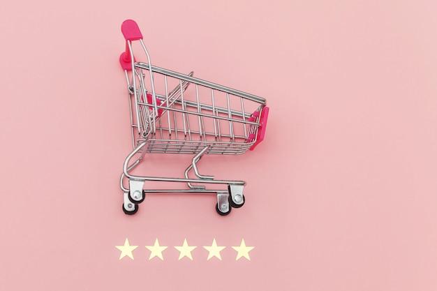 Небольшой супермаркет, продуктовая корзина и рейтинг 5 звезд