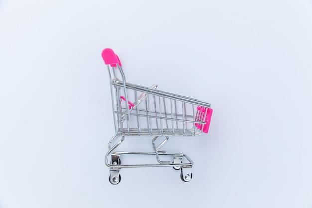 白い背景の上の小さなスーパーマーケット食料品グッズプッシュカート