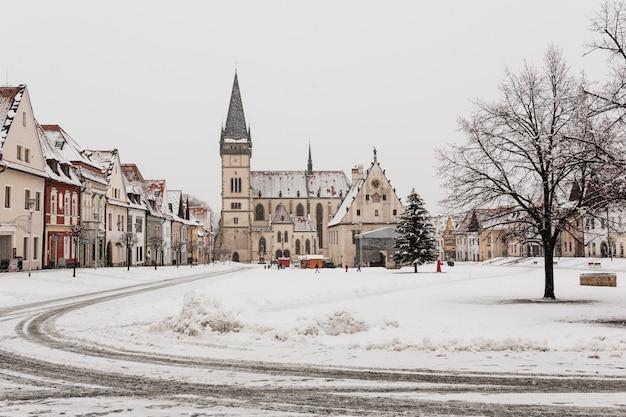 Piccola città nella neve