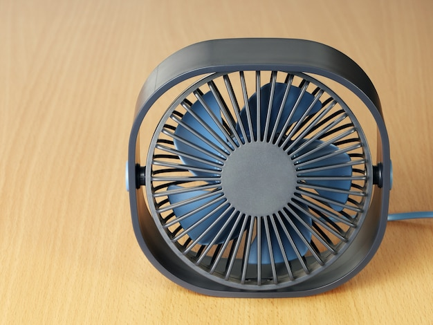 Маленький вентилятор usb на столе