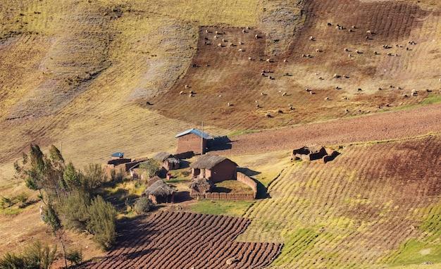 ボリビアの山々の小さな村