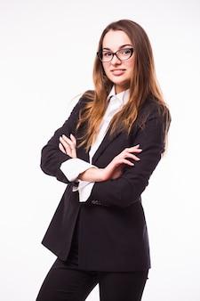 Donna d'affari intelligente con ritratto di occhiali isolato sul muro bianco
