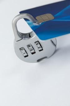 Смарт-карта защищена блокировкой номера