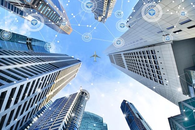 シンガポールの高層ビル中央ビジネス地区のスマートシティと無線通信ネットワーク