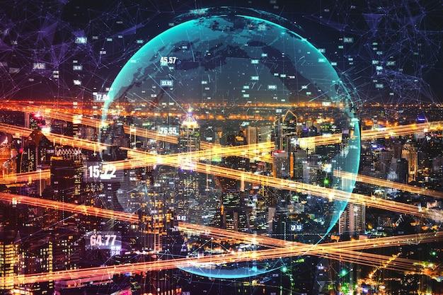 デジタル データ転送の未来的なグラフィックを備えたスマート シティ テクノロジー