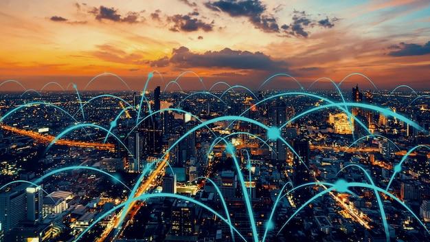연결 네트워크를 보여주는 세계화 추상 그래픽이있는 스마트 디지털 도시