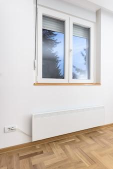 Умный обогреватель-конвектор. умный дом с умной системой отопления. концепция электрического панельного отопления.