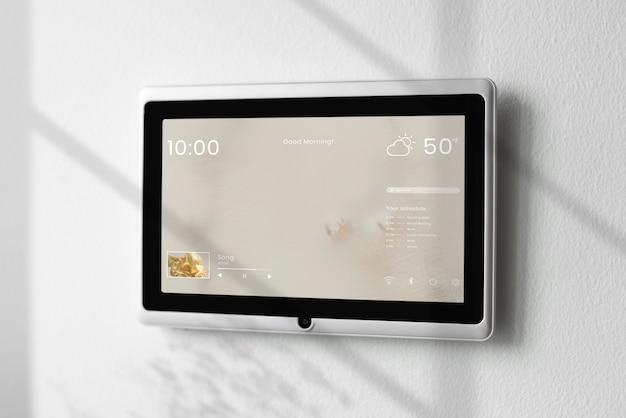 벽에 스마트 홈 화면 패널 모니터