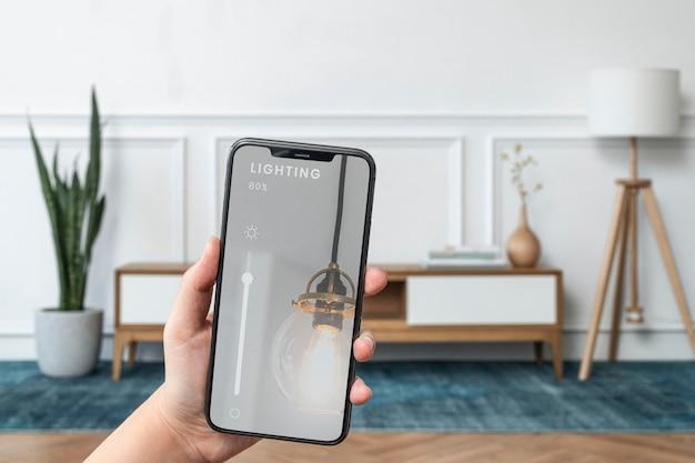 Sistema di casa intelligente sullo schermo del telefono cellulare