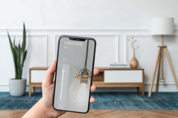 Система умного дома на экране мобильного телефона