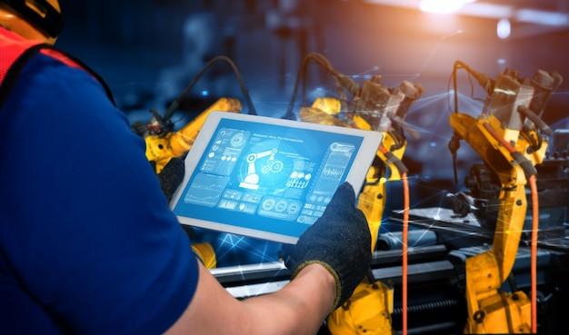 Интеллектуальные промышленные роботы-манипуляторы для цифровых производственных технологий, демонстрирующие производственный процесс автоматизации