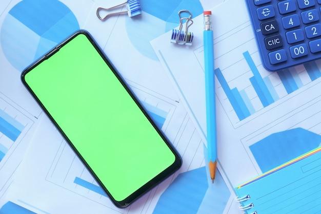 스마트 폰, 재무 그래프, 계산기 및 메모장 테이블