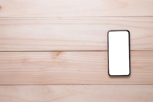 木製のテーブルの上のスマートフォンのテンプレート