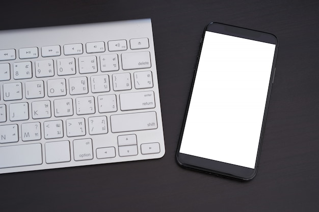 空白の画面電話スクリーンモックアップとスマートフォンクローズアップ