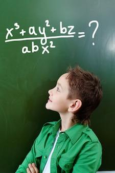 Смарт школьник думает ответ