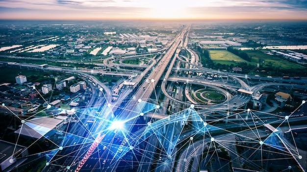 도로의 미래 자동차 교통을위한 스마트 운송 기술 개념