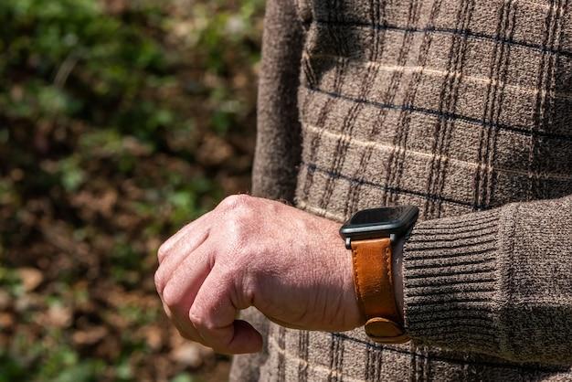 손에 스마트 시계