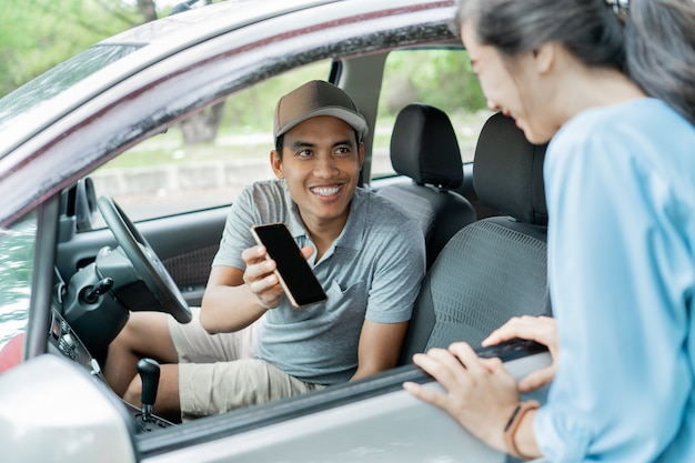 Smartphone application support online taxi