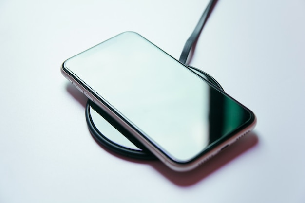 Smartphone charging on a wireless charger