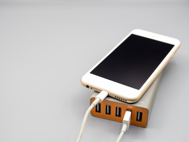 Smartphone charging with multiport usb power adaptor