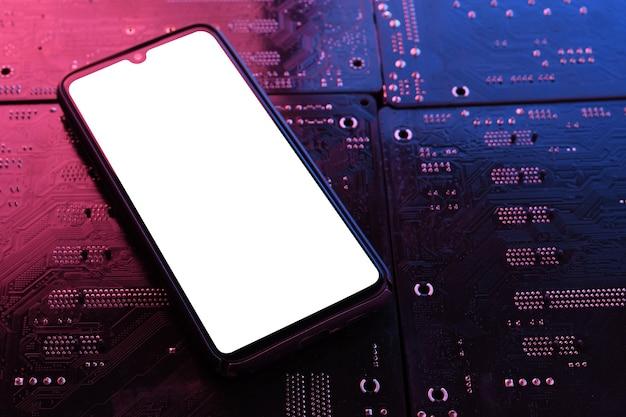 コンピューターのスマートフォンフレームレス空白画面