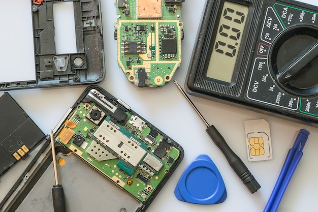 回復のためのスマートフォンの部品とツール