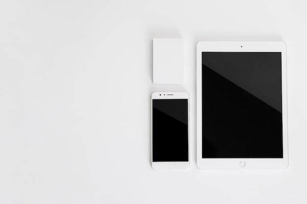 Mockup di smartphone e tablet