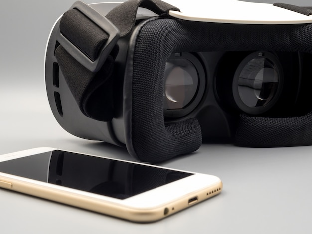 Smartphone and virtual reality headset