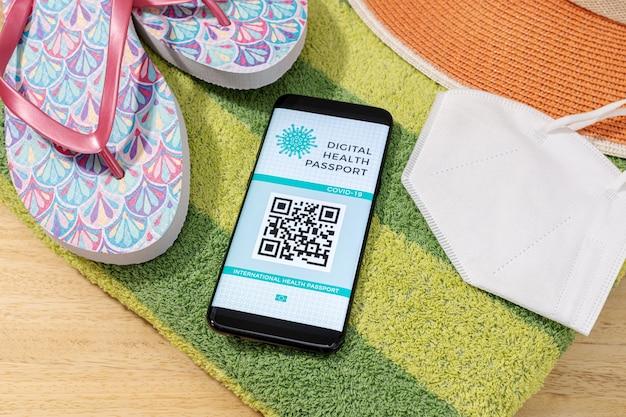 画面にデジタルヘルスまたは予防接種パスポートを備えたスマートフォン