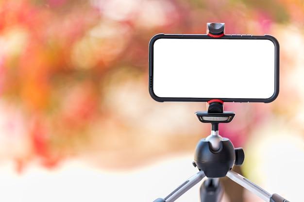 온라인으로 학생들을 가르치는 라이브 비디오를위한 삼각대 스마트 폰