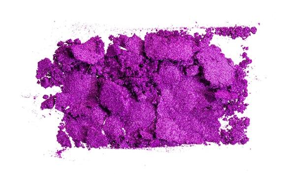 Разбитые тени для век ярко-фиолетового цвета, концепция макияжа