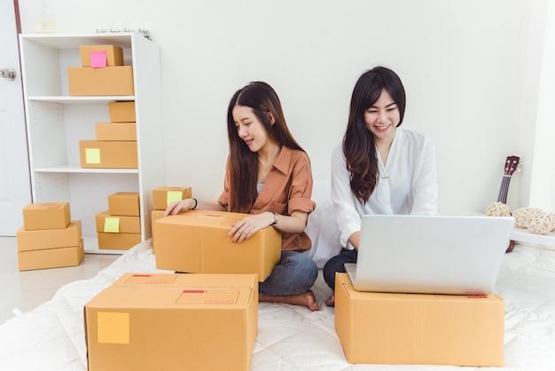 Молодой азиатской женщины стартап малого бизнеса предприниматель sme распределительный склад