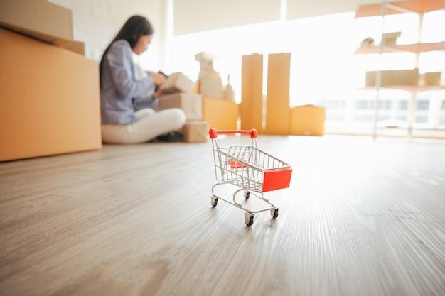 画像ショッピングカートスモールビジネスコンセプトsme