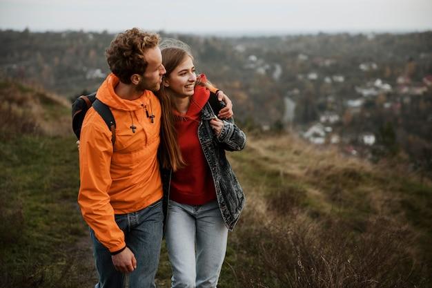 Смайлик пара наслаждается поездкой