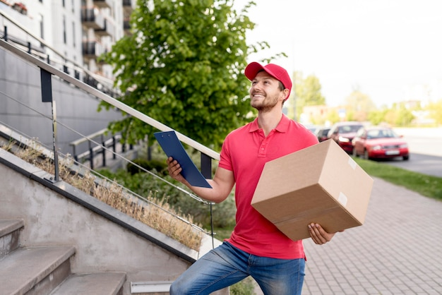 Smiley man with clipboard and package