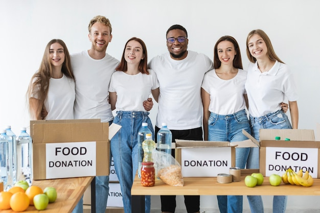 Смайлик-волонтеры позируют рядом с коробками для пожертвований